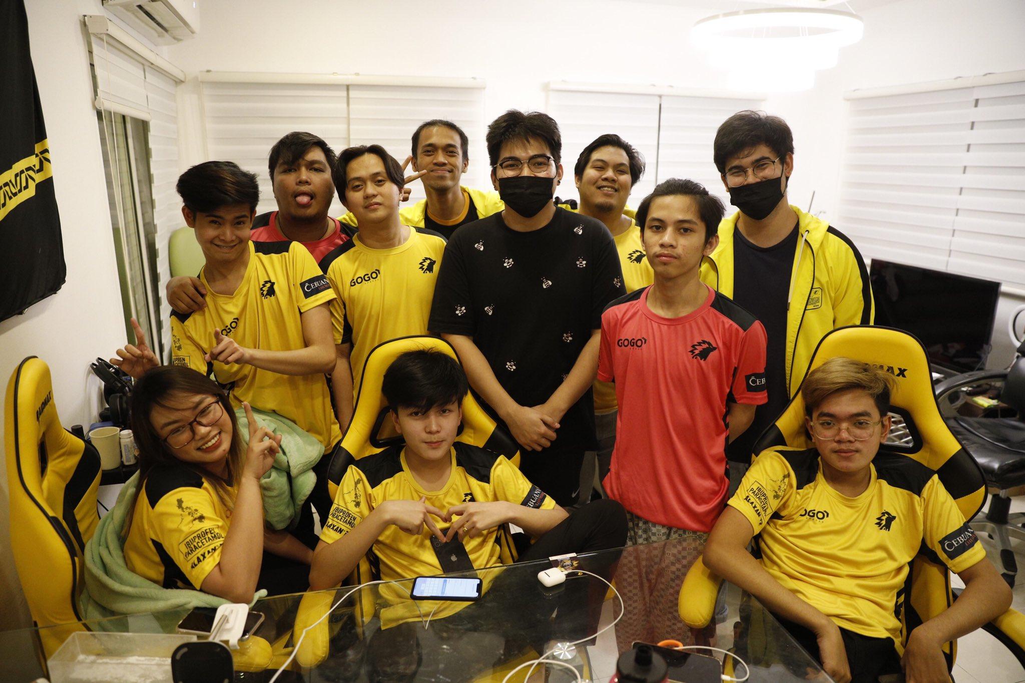 Onic PH team posing