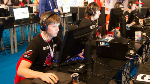 ESWC Day 2 Recap: HellRaisers, Team Dignitas Top Groups