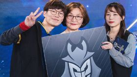 Wadid and mom at Worlds