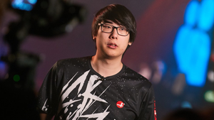 Dota 2 player Aui in CRAZY t-shirt
