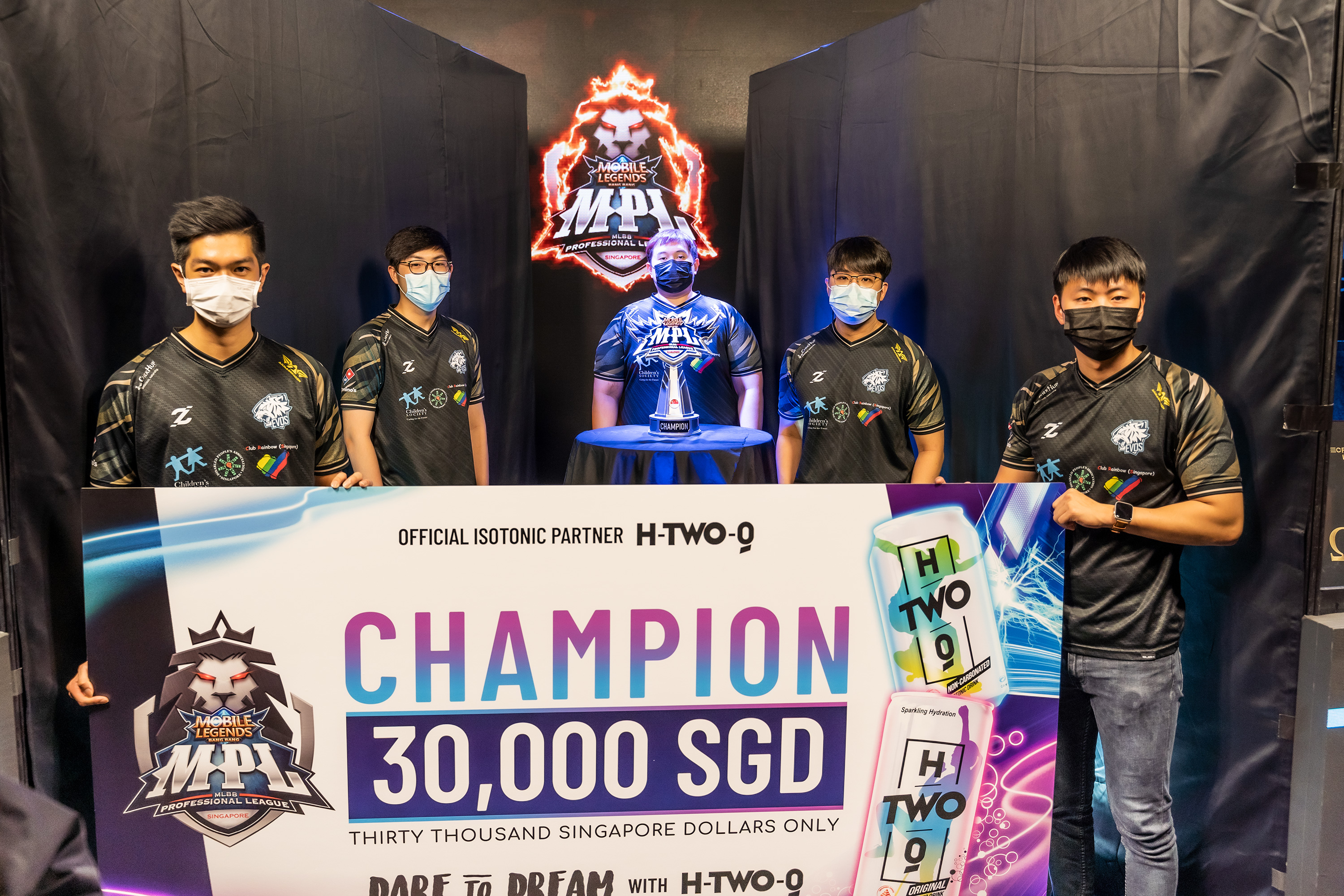 EVOS SG standing with trophy and prize money MPL SG