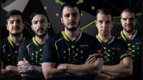 Brame Dota 2 players posing with arms crossed