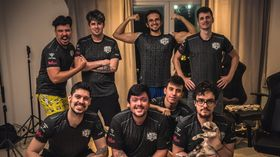 SG e-sports full Dota team posing after Ti10 qualifiers