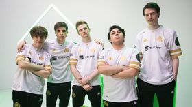 five players of Mad Lions posing for msi 2021