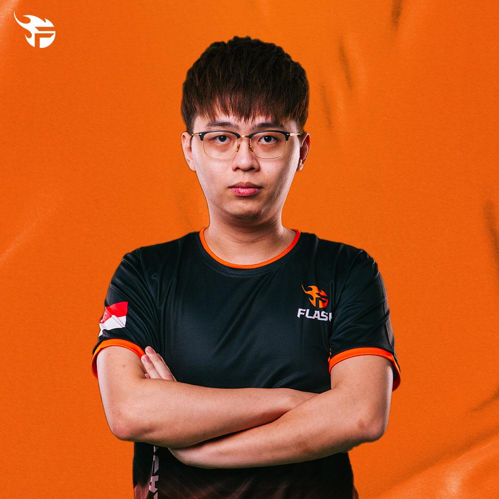 Aeon, Team Flash, arms crossed