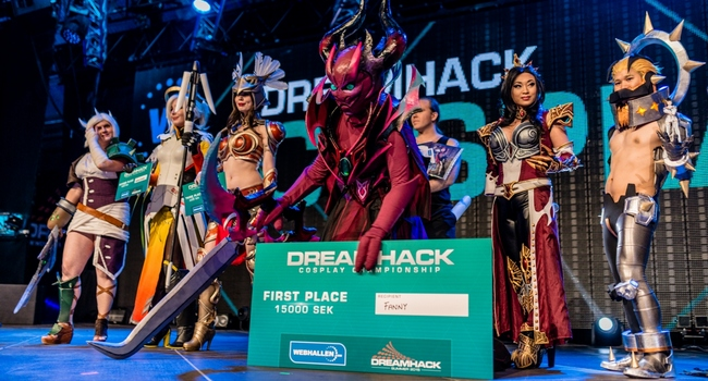 Already Well Known In The Cosplay Word For Her Incredible Costumes She Won A Dreamhack Cosplay Competition With An Amazing Spectre And Is Now Preparing A